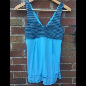 Women's lululemon athletica blue tank Sz 6